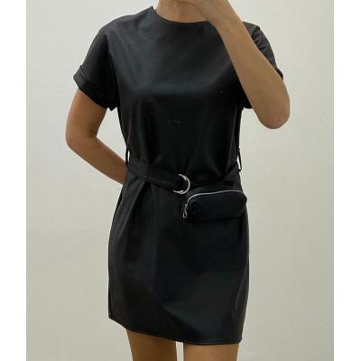 Robe simili cuir avec ceinture et pochette noire