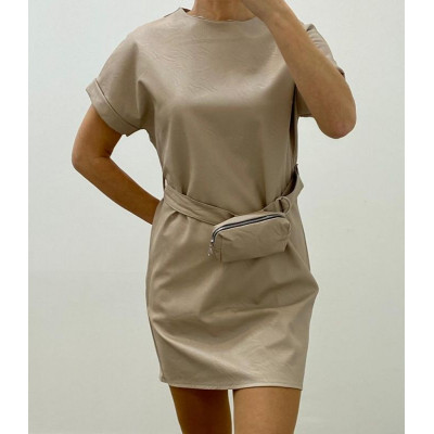 Robe simili cuir avec ceinture et pochette beige