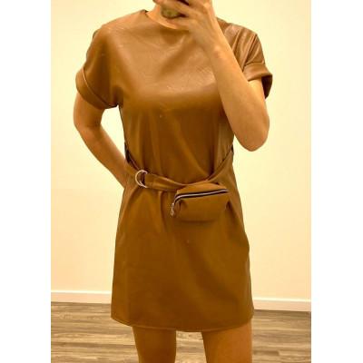 Robe simili cuir avec ceinture et pochette camel