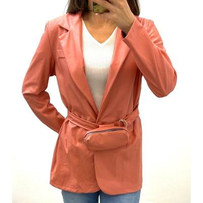 Blazer simili-cuir rose avec ceinture à pochette