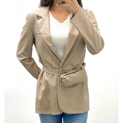 Blazer simili-cuir beige avec ceinture à pochette