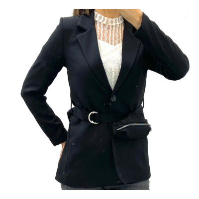 Blazer noir avec ceinture à pochette
