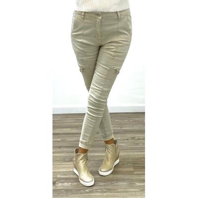 Jeans cargo blanc à boutons sur la cheville