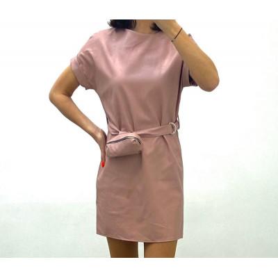 Robe simili cuir avec ceinture et pochette rose