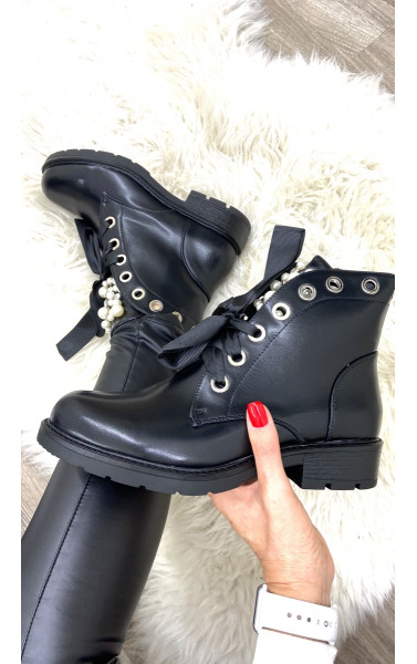 Boots simili cuir avec languette à perle