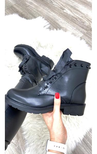 Boots simili cuir avec languette clouté