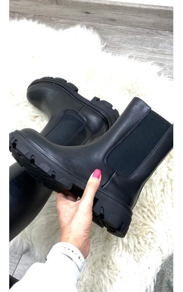 Boots mi haute semelle cramponné