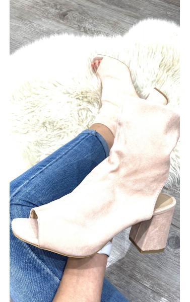 Bottines peep toes à talon carré