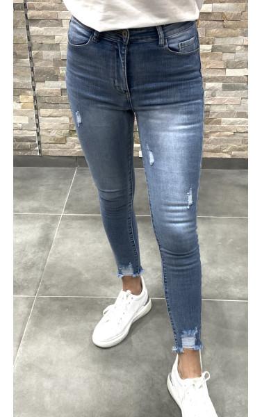 Jeans slim bleu claire avec griffure aux chevilles